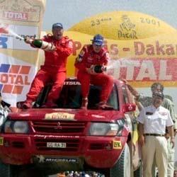 Jutta Kleinschmidt en el Podio de autos del Rally Dakar 2001
