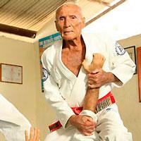 Helio Gracie desarrollo el Gracie Jiu Jitsu en el que se basó el Jiu Jitsu Brasileño