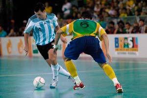 el futbol sala es un deporte originario de Uruguay