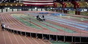 Zona aperaltada en una pista de atletismo cubierta
