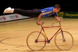 El ciclismo artístico se engloba dentro del ciclismo en sala