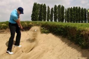 ¿Qué obstáculos hay en un campo de golf?