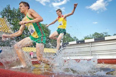 Valla y ría en una carrera de 3000 obstáculos