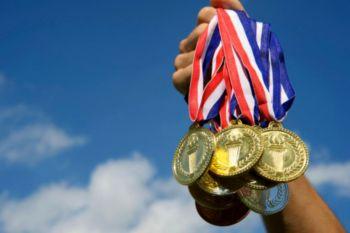 ¿Cuantas Medallas ganó España en los últimos Juegos Olímpicos? ¿Cuántos deportistas necesitó?
