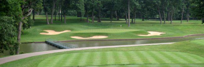 Green y obstáculos en un campo de golf