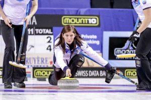 El lanzamiento de la piedra de curling se inicia en el Hack