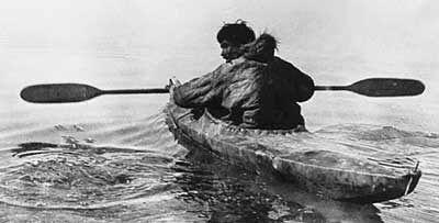 El Kayak tiene su origen en la cultura inuit (esquimal)