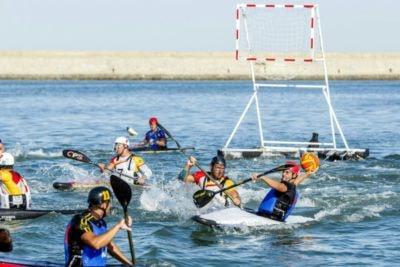 El Kayak Polo es una mezcla de waterpolo, baloncesto y piragüismo