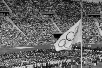 Bandera Olímpica a media hasta durante Múnich 1972