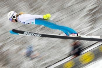 Las mujeres no compitieron profesionalmente en Salto de Esquí hasta 2009