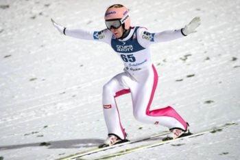Posición Telemark durante el aterrizaje de un salto de esquí