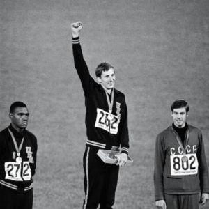 Dick Fosbury ganó el Oro con su técnica de Salto