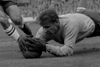 Lev Yashin usaba guantes de portero
