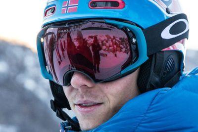 Henrik Kristoffersen luciendo una máscara de nieve de la marca Oakley