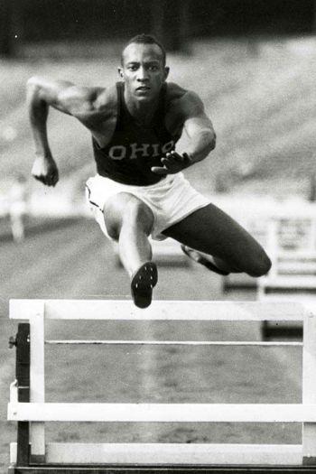 Jesse Owens durante los 45 minutos más grandes de la historia