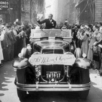 Jesse Owens durante un desfile por la 5ª Avenida de Nueva York