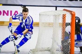 Reglas del Hockey Patines. Los jugadores pueden jugar por detrás de la portería
