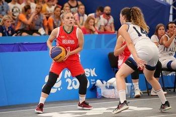 Reglas Baloncesto 3x3. Jugada durante un partido femenino