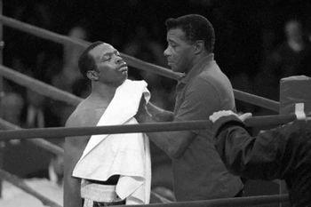 Floyd Patterson durante un combate de su hijo Tracy