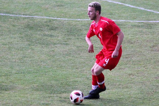 Jugador de fútbol 7 adaptado con parálisis cerebral