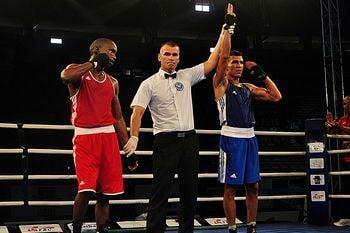 Declaración del ganador por puntos tras un combate de boxeo