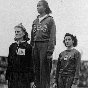 Alice Coachman en el podio de los Juegos Olímpicos 1948