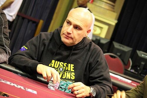 Warren Zackey durante una partida de Póker