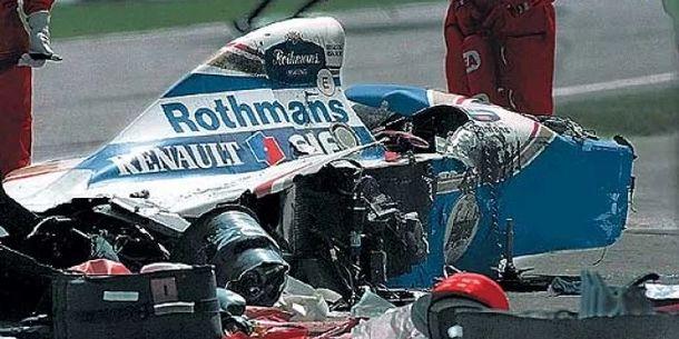 Coche de Ayrton Senna tras el accidente de San Marino