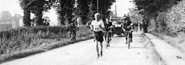 Dorando Pietri durante la maratón de los Juegos Olímpicos Londres 1908