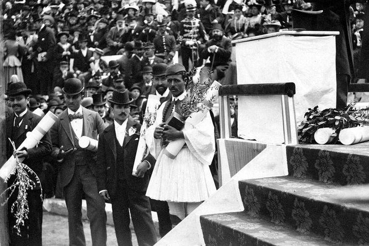 Spyridon Louis en la entrega de medallas Atenas 1896