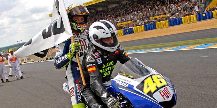 Nieto llevando a Rossi el d铆a que el italiano igual贸 sus 90 victorias