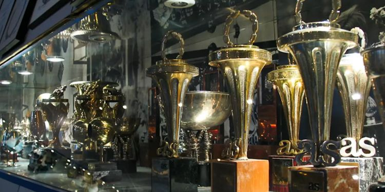 Vitrina con algunos trofeos del Palmar茅s de 脕ngel Nieto en su antiguo museo